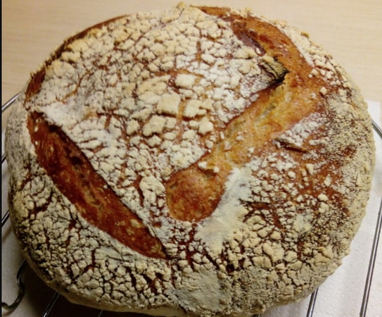 круглый хлеб в казане